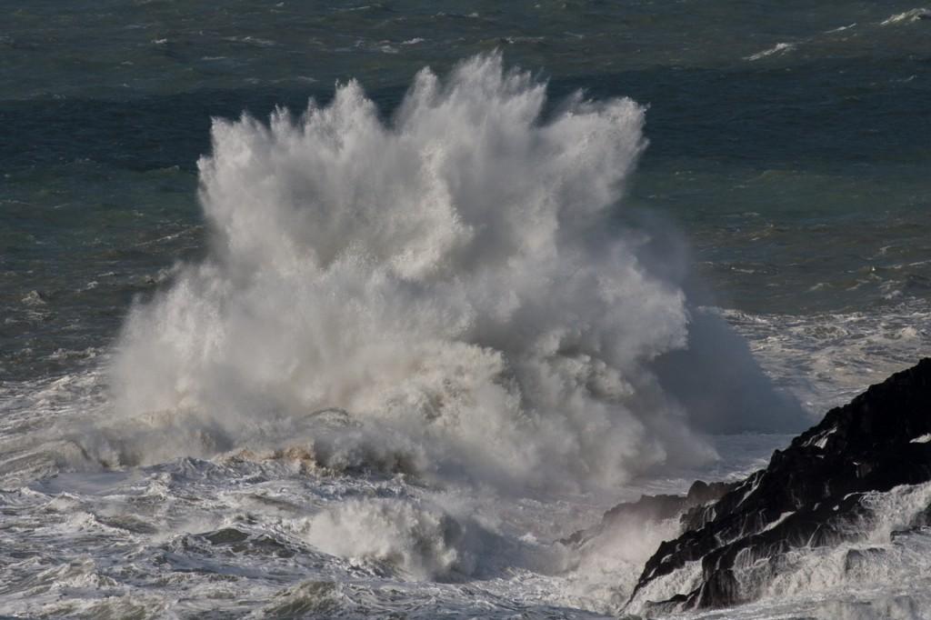 Wellen wie eine Explosion