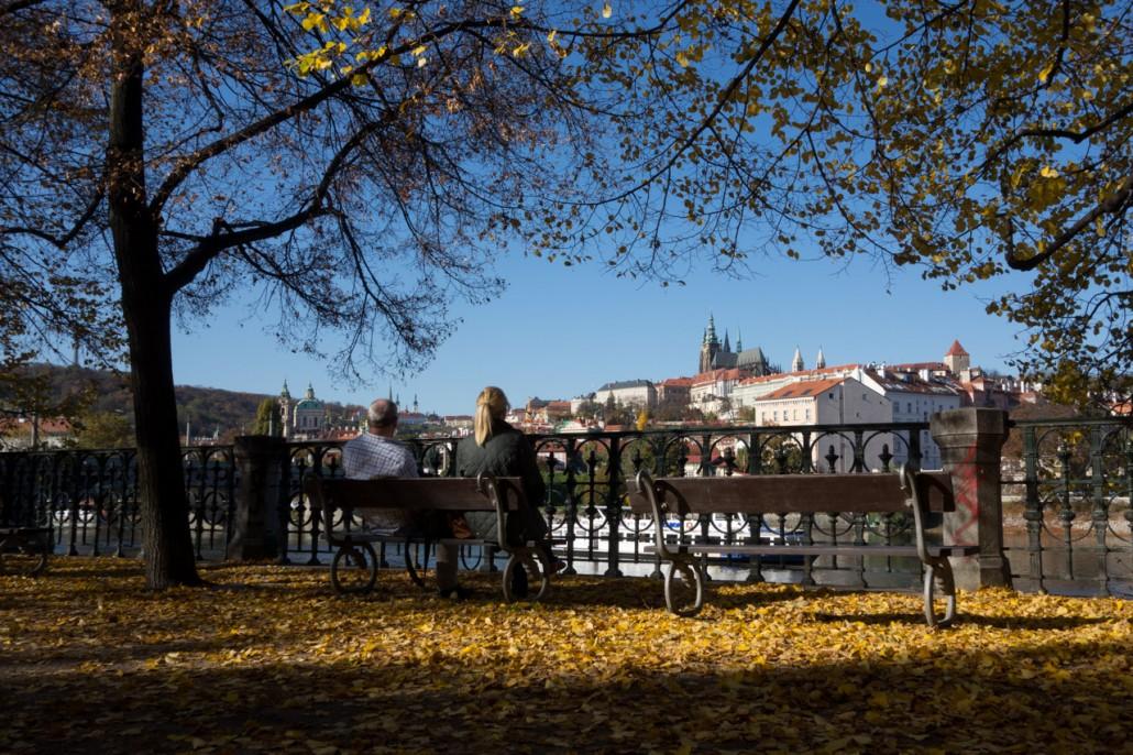 Prag die goldene Stadt im goldenen Herbst